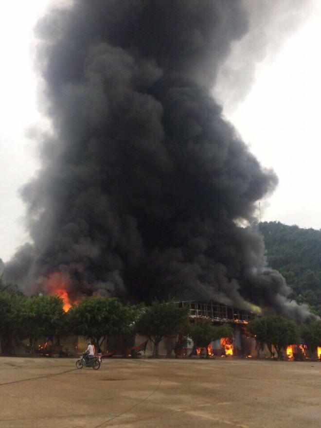 Đám cháy to tại cửa khẩu chợ Tân Thanh - Sài Gòn