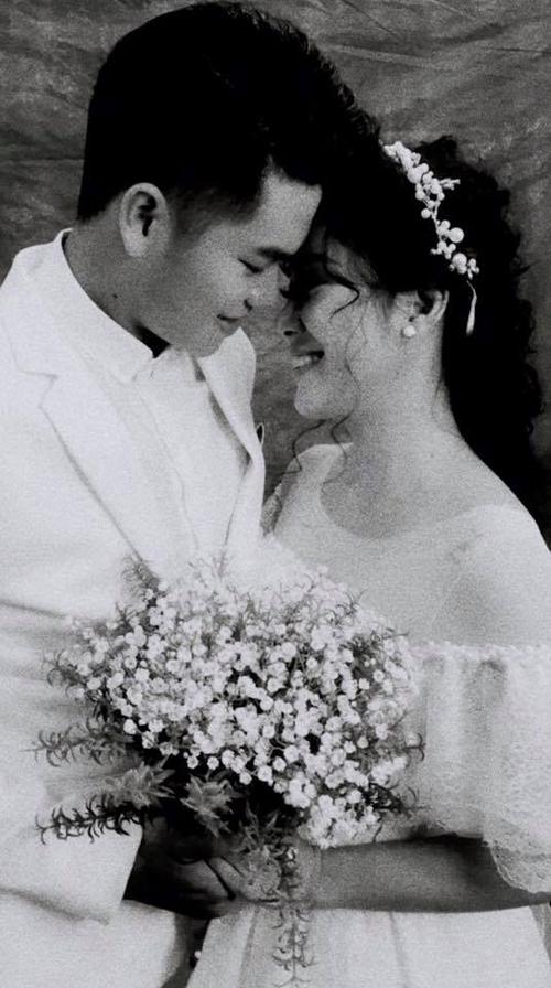 Ảnh Lê Phương hạnh phúc bên ông xã tương lai được cô chia sẻ trên trang cá nhân