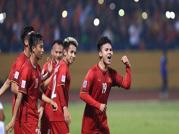 Thắng đậm Campuchia, Việt Nam giành ngôi đầu bảng A