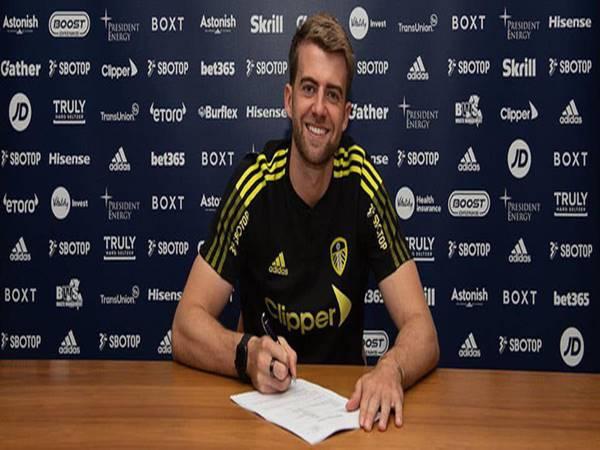 Chuyển nhượng BĐ Anh 20/8: Bamford gia hạn hợp đồng với Leeds Utd